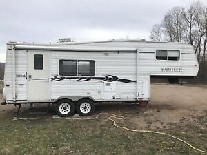 2002 Travelaire Rustler 5th Wheel
