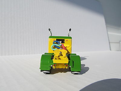 DCP 1/64 SCALE 379 PETERBILT 60'' BUNK GREEN & YELLOW (TRACTOR ONLY) 5