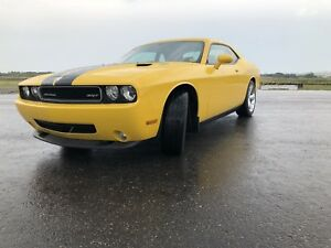 2010 Dodge Challenger SRT 8 6.1L HEMI LOW KM'S!