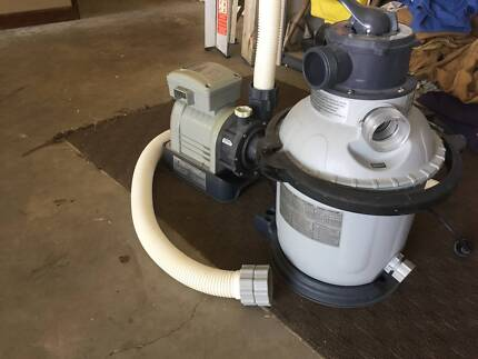 POOL  SAND FILTER IN GREAT CONDITION