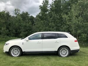2012 Lincoln MKT AWD (low kms)