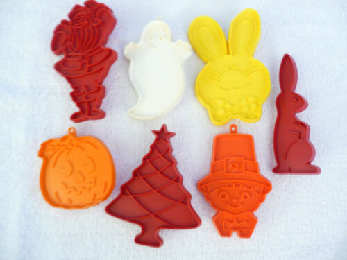 Vtg 7 Tupperware Holiday Cookie Cutters Thanksgiving Halloween Easter Christmas
