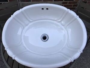 FOR SALE: white bathroom sink, great condition
