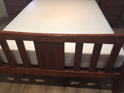 Wanted: Early Settler Queen Bed including side tables
