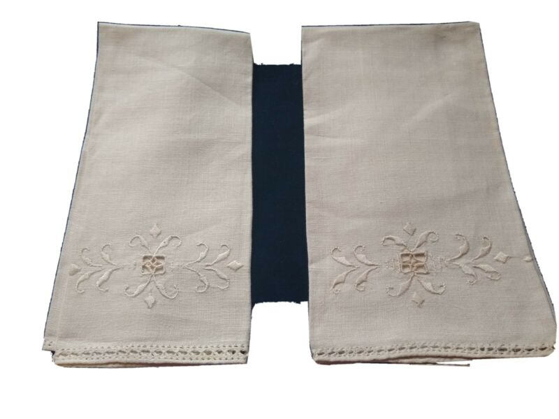 ANTIQUE VINTAGE SET OF 2  LINEN WHITE OF CREAM TOWELS W / CUT WORK