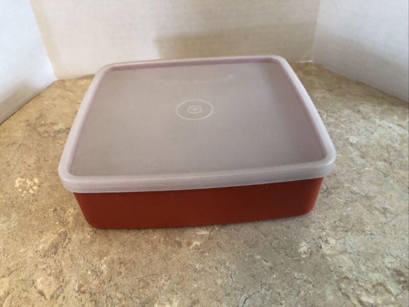Vintage Tupperware Paprika Sandwich Keeper # 1458 with Clear lid # 1459