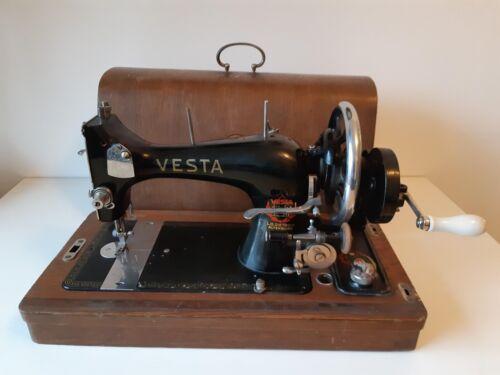 Vintage VESTA L.O. Dietrich Sewing machine with accesoires
