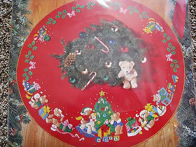 Bucilla Holiday FELT Applique TREE SKIRT Kit,CHRISTMAS TEDDY BEARS,Tree,Size 43