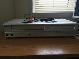 COMBO DVD/VCR PLAYER