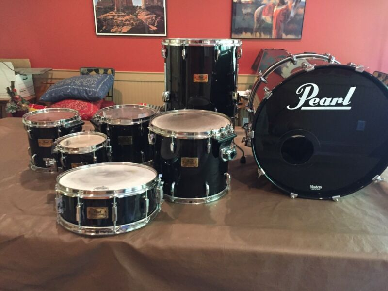 Pearl Masters MMX 7-Piece Kit.  This kit is in excellent condition.