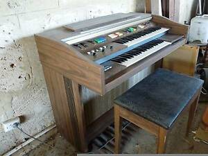 Electric organ and stool Gnangara Wanneroo Area Preview