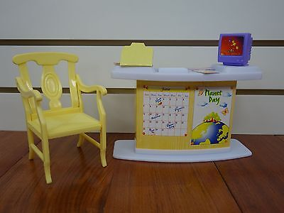 Gloria,Barbie Doll House Furniture/(9816) Classroom