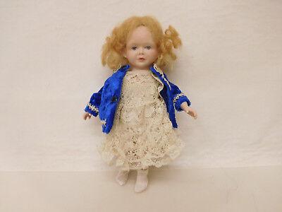 ESF-02606Neuzeitliche Porzellan-Puppe, L. ca. 18 cm, Körper unleserlich gemarkt
