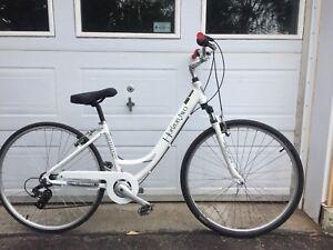 Vélo de ville aluminium 6 vitesse très bonne condition