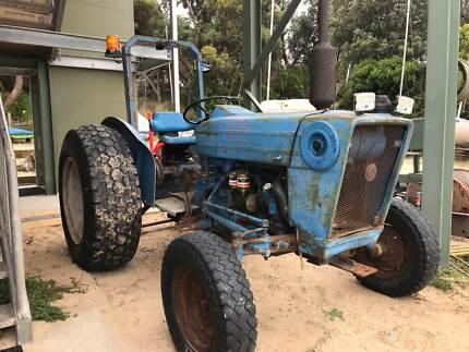 Tractor Ford 2600