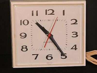 TESTED GOOD VINTAGE GENERAL ELECTRIC RETRO KITCHEN WALL CLOCK MODEL 2145