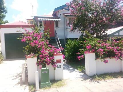 Queenslander – Quiet room for Couple. West End, Wi-fi, A/C & Pool
