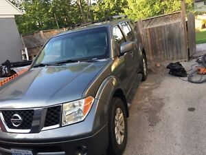 2005 Nissan Pathfinder LE Fully Loaded
