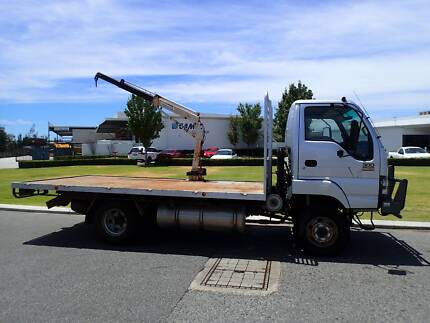 Isuzu NPS 4 X 4 Traytop with crane