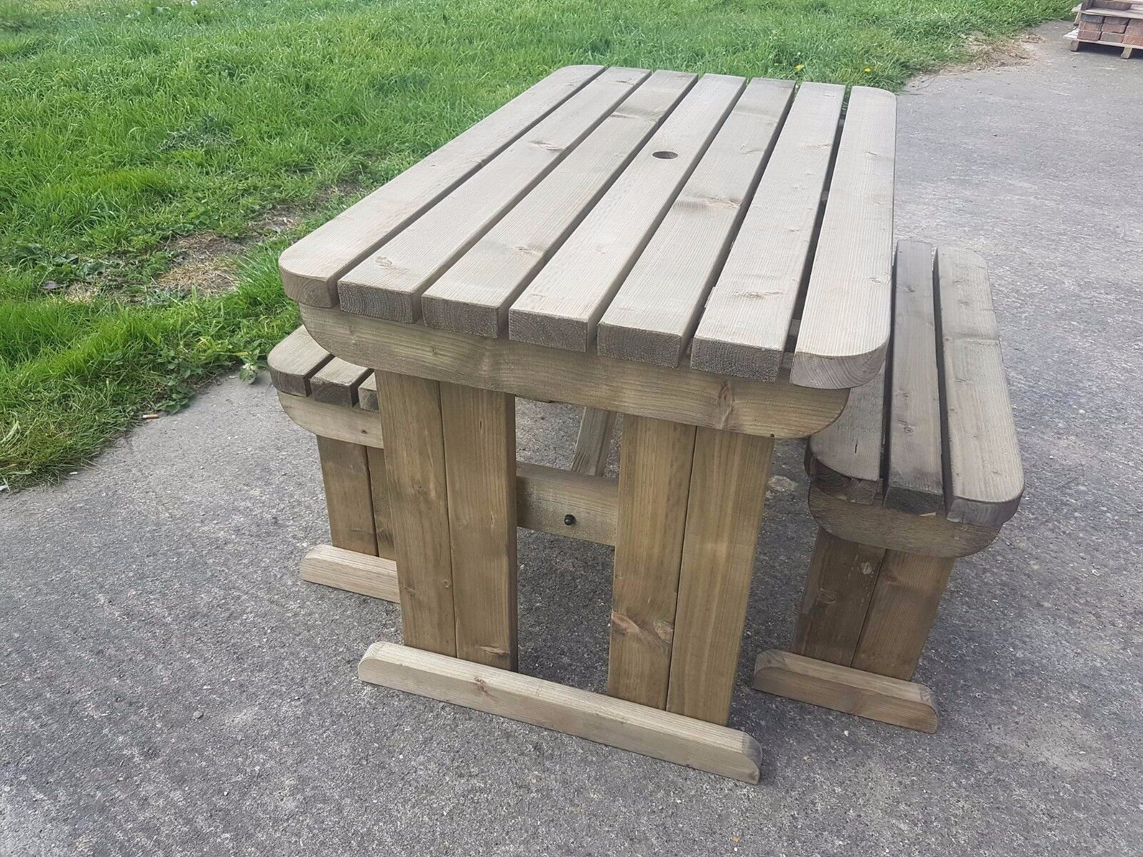 Garden Furniture - Picnic Table and Bench Set Wooden Outdoor Garden Furniture, Yews Compact Rounded