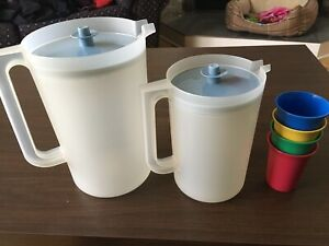 Pichets Tupperware pitchers
