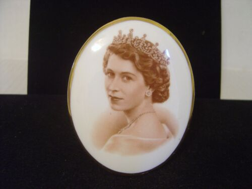 SMALL TUSCAN BONE CHINA OVAL PORTRAIT OF QUEEN ELIZABETH 1953 VISIT TO BERMUDA
