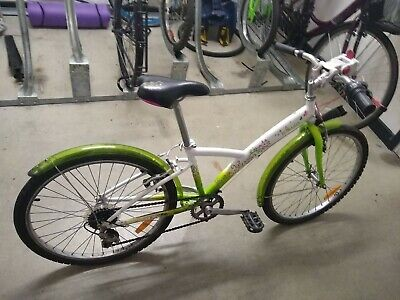 B'Twin Decathlon Green Girl's Bike 20in wheels with mudguards good condition.
