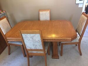 Dining/ kitchen table and 4 chairs