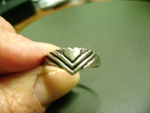VINTAGE HEART SIZE 8 SILVER TONE  RING- COSTUME