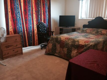 Big Master Bedroom in Furnished Townhouse $240 for Couples Carina Heights Brisbane South East Preview