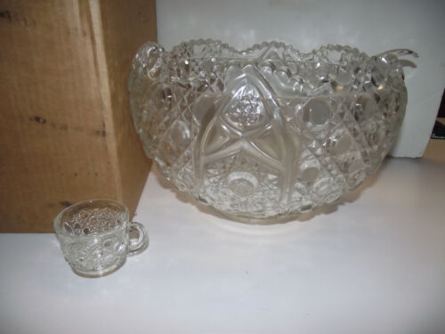 NEW in BOX 18 Cups & PUNCH BOWL LE SMITH DAISY & BUTTON