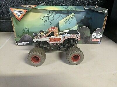 ZOMBIE EXCLUSIVE TIRES MONSTER JAM TRUCK 1/24 BIG DIECAST HOT WHEELS 2020 RARE