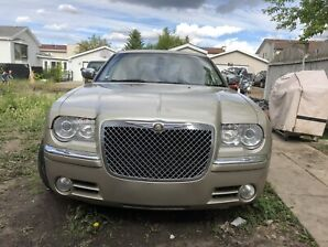 2005 Chrysler 300C 5.7 HEMI .Fully Loaded.