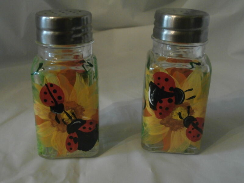 HAND PAINTED SUNFLOWER/ LADYBUG,RED,BLACK,YELLOW  S&P  SHAKERS  ORIGINALS, USA