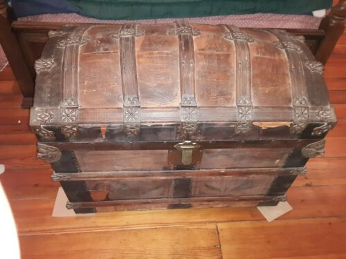 ANTIQUE CAMEL BACK TRUNK