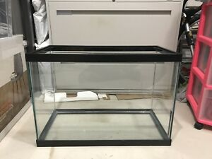20 GALLON TANK -- Perfect for fish/reptiles