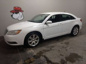 2013 Chrysler 200 Touring ***Located in Owen Sound***