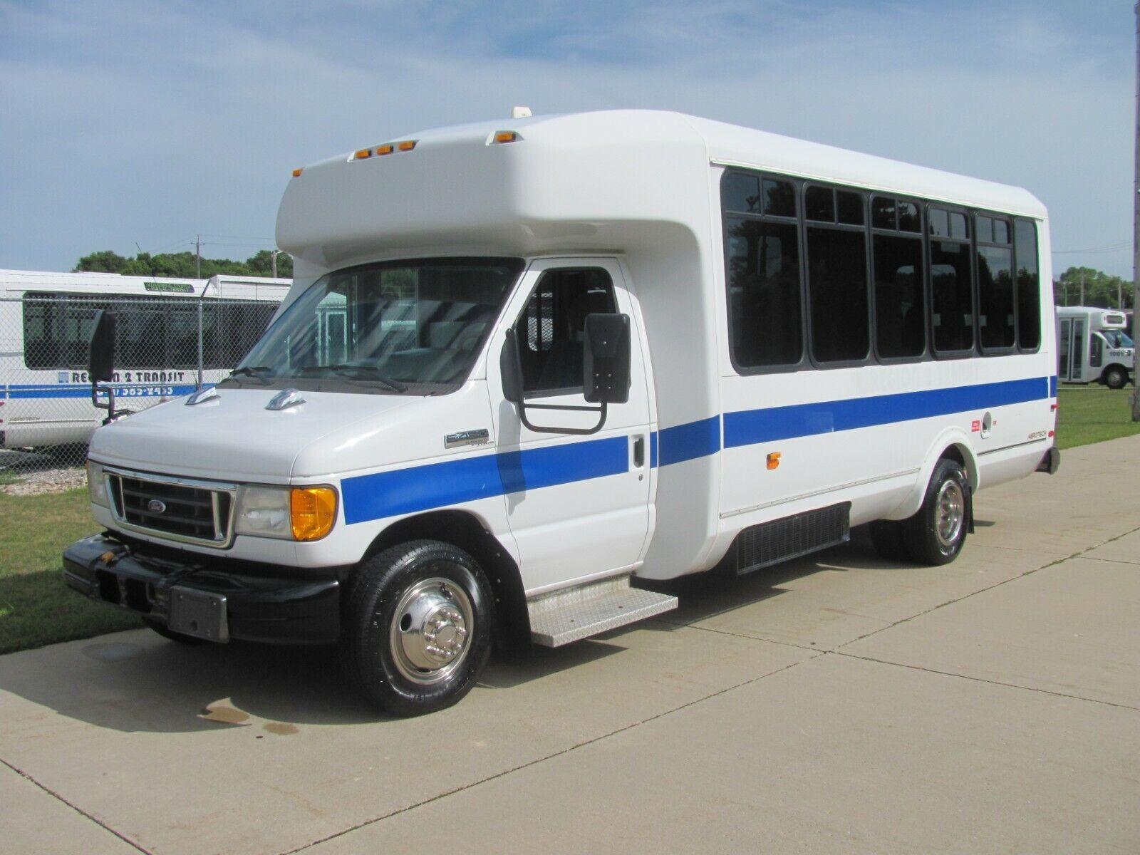 2007 Ford E450 SD / ElDorado Aerotech Bus (Diesel w/ lift, 16 pass) NO RESERVE