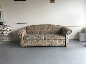 Vintage floral sofa bed couch Kellyville Ridge Blacktown Area Preview