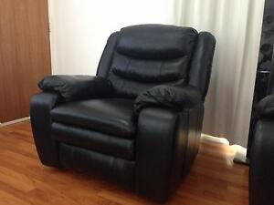 Single Italian Leather Recliner Richmond Hawkesbury Area Preview
