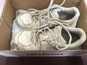 Wilson leather tennis shoes for youth size 3.5