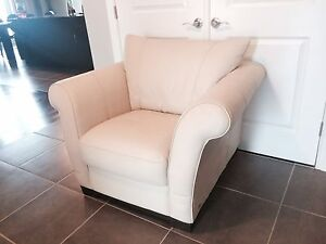"White ""italsofa"" leather chair"