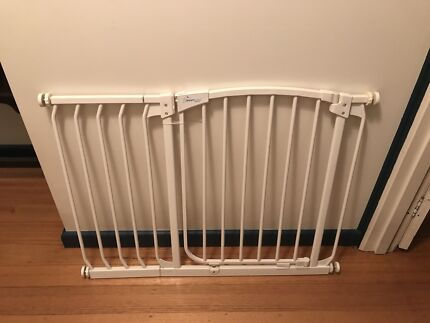 Dream Baby Safety Gate with extension- suits gap 70-80cm or 97-107cm