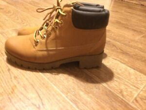 Girls/woman's winter boots COBOURG
