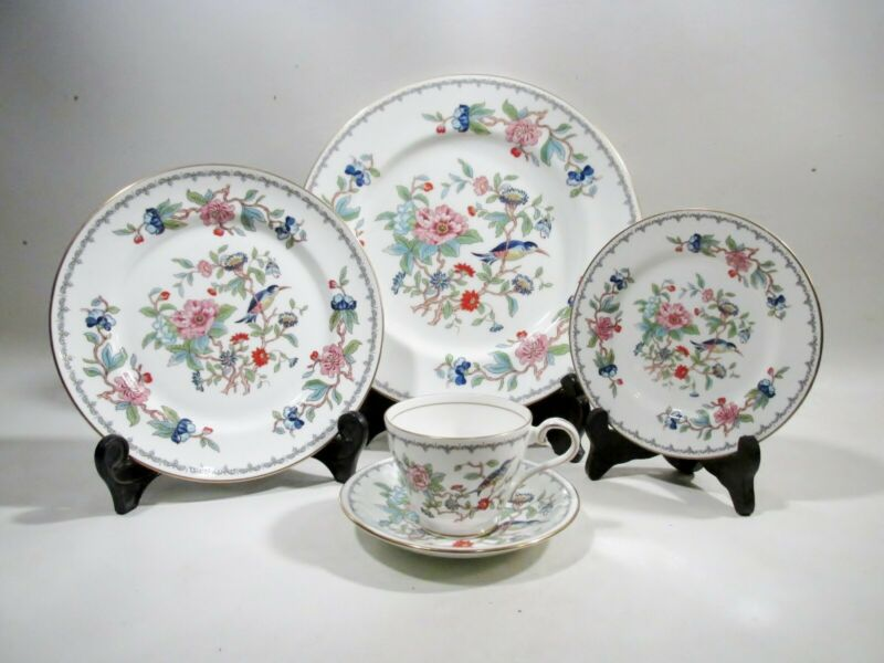Aynsley Bone China Pembroke 5 Piece Place Setting Japonesque