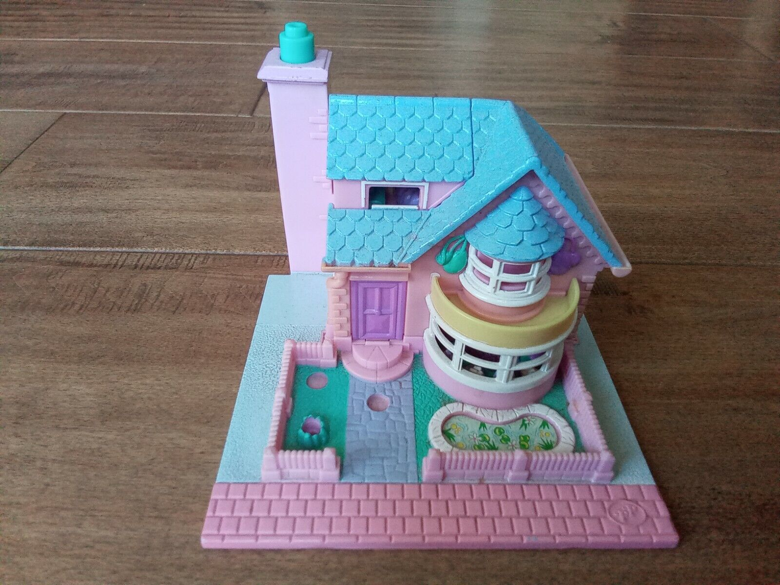 Pre-owned 1993 Poly Pocket Bay Window House - $9.99