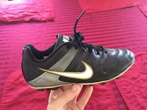 Soccer cleats size 1 Nike