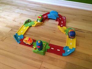 Jouet pour enfant voitures  sur piste