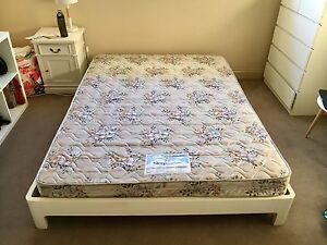 Queen size bed (Sleep Maker) Southbank Melbourne City Preview