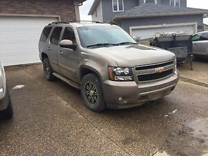 2007 Chevy Tahoe LTZ. 4x4  3rd row seating
